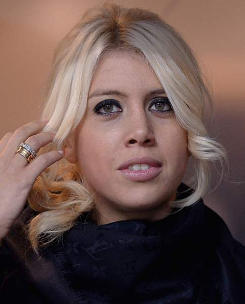The 31-year old daughter of father (?) and mother(?), 168 cm tall Wanda Nara in 2018 photo